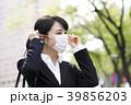 ビジネスウーマン マスク 花粉症 39856203