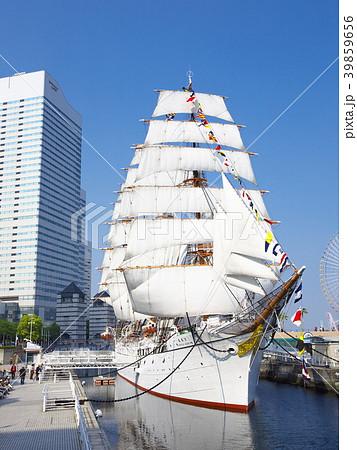 帆船日本丸 総帆展帆・満船飾 39859656