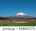 富士山と牧場 3月(静岡県富士宮市) 39864570