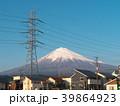 富士山と高圧電線と住宅(静岡県富士宮市)3月 39864923