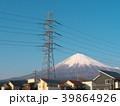 富士山と高圧電線と住宅(静岡県富士宮市)3月 39864926