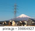 富士山と高圧電線と住宅(静岡県富士宮市)3月 39864927