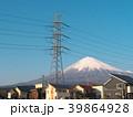 富士山と高圧電線と住宅(静岡県富士宮市)3月 39864928