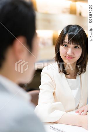 オフィスカジュアル ビジネスウーマン シェアオフィス 39867229