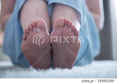 若い日本人女性の足の裏 39890269