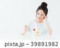 若い女性(ケーキ) 39891982