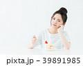 若い女性(ケーキ) 39891985