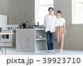 新生活 キッチン 夫婦の写真 39923710