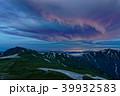 夜明けの飯豊連峰・主稜線と新潟方面の夜景 39932583