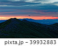 飯豊本山から見る夜明けの本山小屋と吾妻連峰遠望 39932883