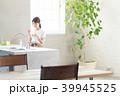 キッチン ヨーグルト 女性の写真 39945525