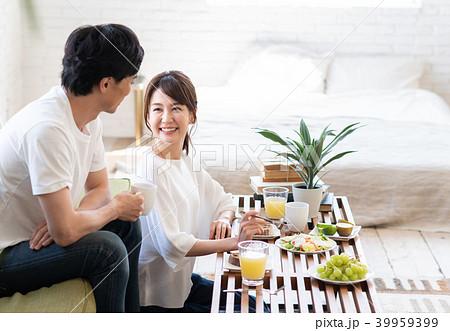 若い夫婦 39959399