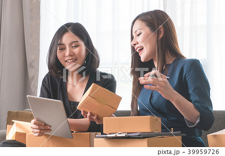 business partner packing boxes for online deliveryの写真素材