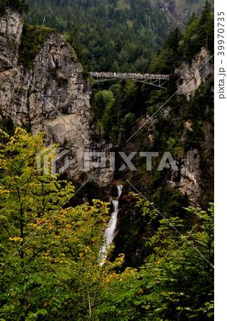 ペラート渓谷に架かるマリエン橋 ドイツ・バイエルン州の名城、ノイシュヴァンシュタイン城から撮影 39970735