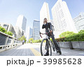 自転車通勤するビジネスマン 39985628