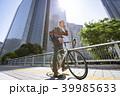 自転車通勤するビジネスマン 39985633