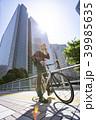 自転車通勤するビジネスマン 39985635