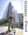 自転車通勤するビジネスマン 39985636