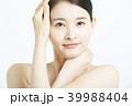 女性 アジア人 化粧品の写真 39988404