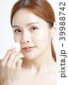 女性 アジア人 化粧品の写真 39988742