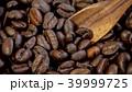 コーヒー豆とスプーン 39999725