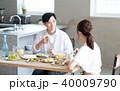 若い夫婦(食卓) 40009790