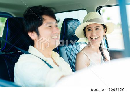 若い男女 自動車 40031264
