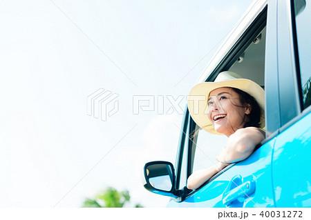 若い女性 自動車 40031272