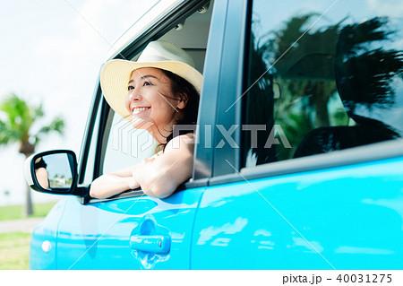 若い女性 自動車 40031275