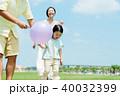 家族 親子 風船の写真 40032399