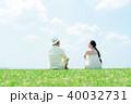 夫婦 座る ライフスタイルの写真 40032731