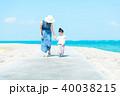 夏の親子 海 40038215