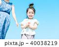 夏の親子 海 40038219