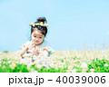 人物 子供 シロツメクサの写真 40039006