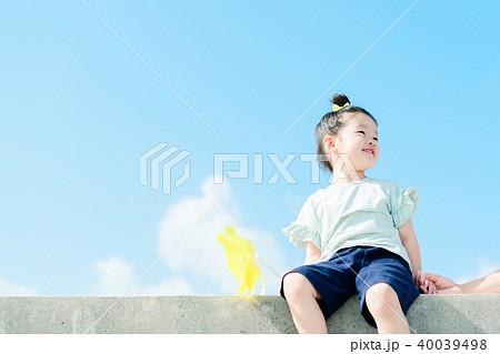 空と子供 風車 40039498