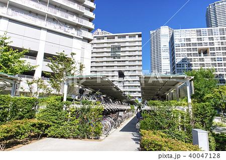 駐輪場があるマンションの風景 40047128