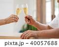 シニア 夫婦 乾杯 ワイン カップル イメージ 40057688