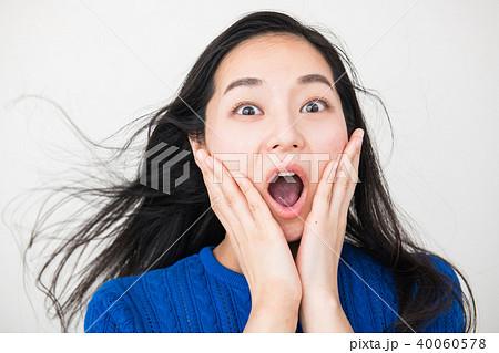 悲鳴を上げる30代日本人女性 40060578