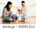 baby girl with parents playing and clapping hands 40061311