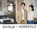 夫婦 ポートレート リビング イメージ 40064013