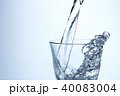 水 注ぐ グラスの写真 40083004