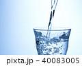 水 注ぐ グラスの写真 40083005