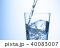 水 注ぐ グラスの写真 40083007