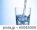 水 注ぐ グラスの写真 40083009