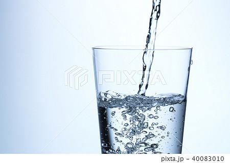 水を注ぐ 40083010