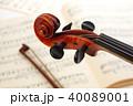 楽譜とヴァイオリン 40089001