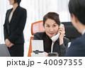 ビジネスウーマン 電話 キャリアウーマンの写真 40097355