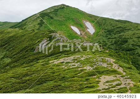 種蒔山への稜線から見る飯豊本山 40145923