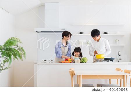 家族、親子、キッチン、お手伝い 40149848