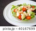 豆腐とエビのサラダ 黒背景 (横位置) 40167699